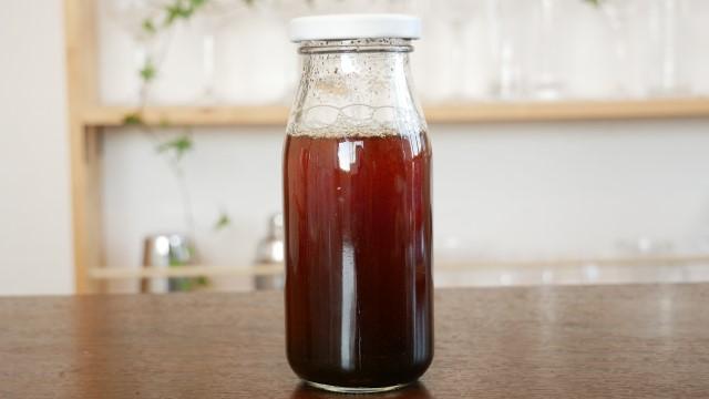 アールグレイ茶葉を入れたウォッカの画像。