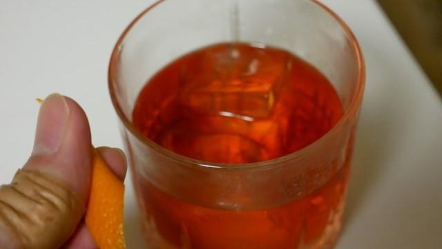 オレンジピールをする画像。