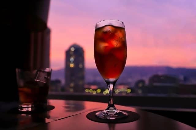 赤ワインカクテルの画像。