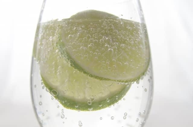白ワインカクテルの画像。