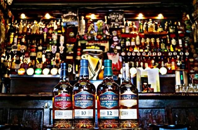 ウィスキーのボトルの画像。