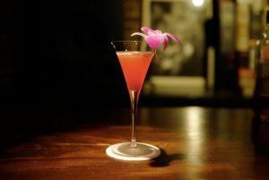グラスに入ったカクテル、ニューヨーク。