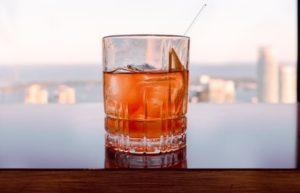グラスに入ったカクテル、ジャックター。