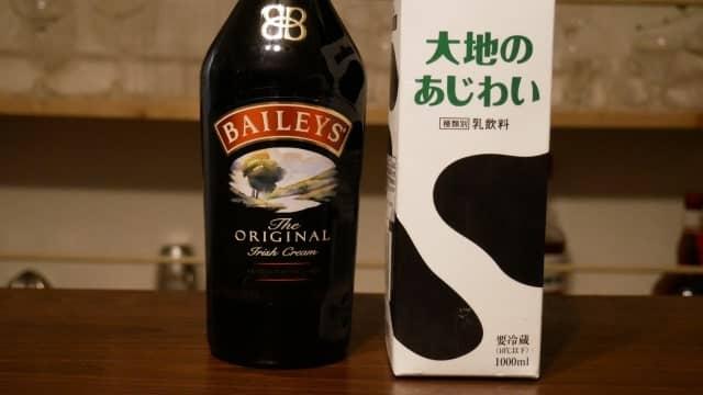 ベイリーズと牛乳の画像。
