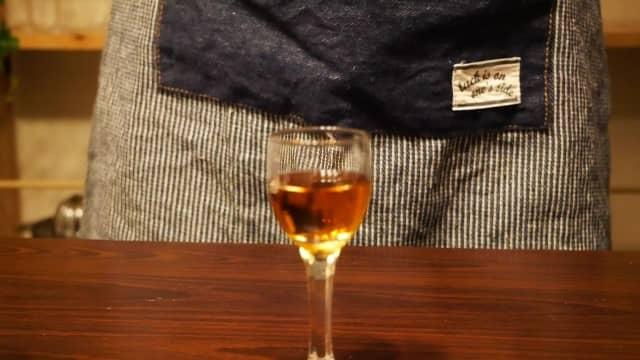 グラスに入ったブランデーの画像。