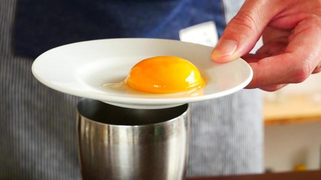 卵黄とシェイカーにの画像。