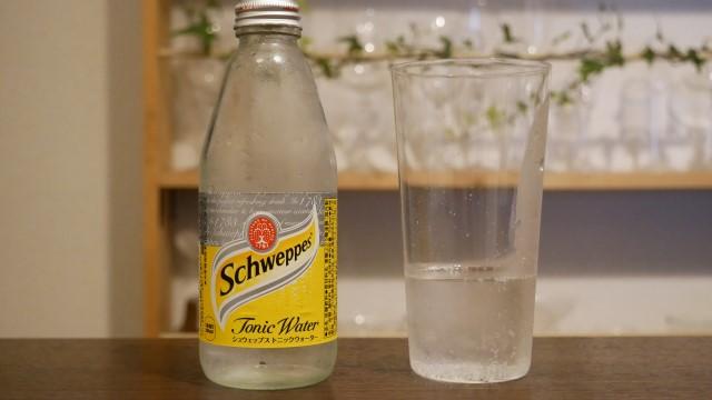 グラスに入ったシュウェップスの画像。