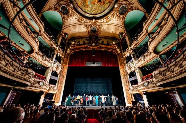 ブロードウェイのオペラのイメージ画像。