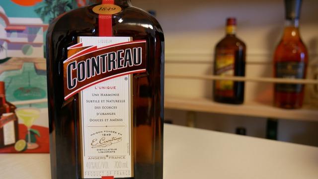 コアントローのボトル。