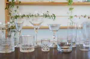 色々な種類のグラスの画像。